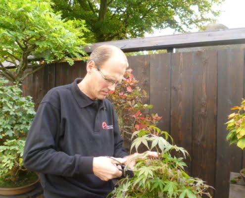 Pieter van Uden in privé tuin